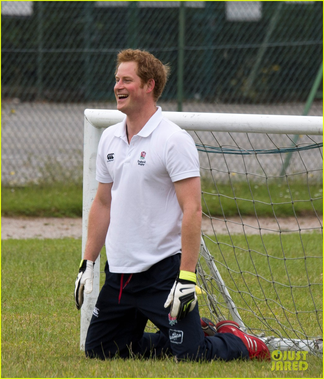 prince harry plays rugby schoolkids flashes his abs in the process 09