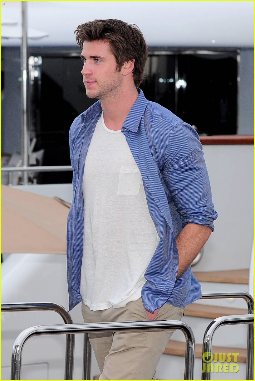 liam hemsworth josh hutcherson hunger games cannes party 18