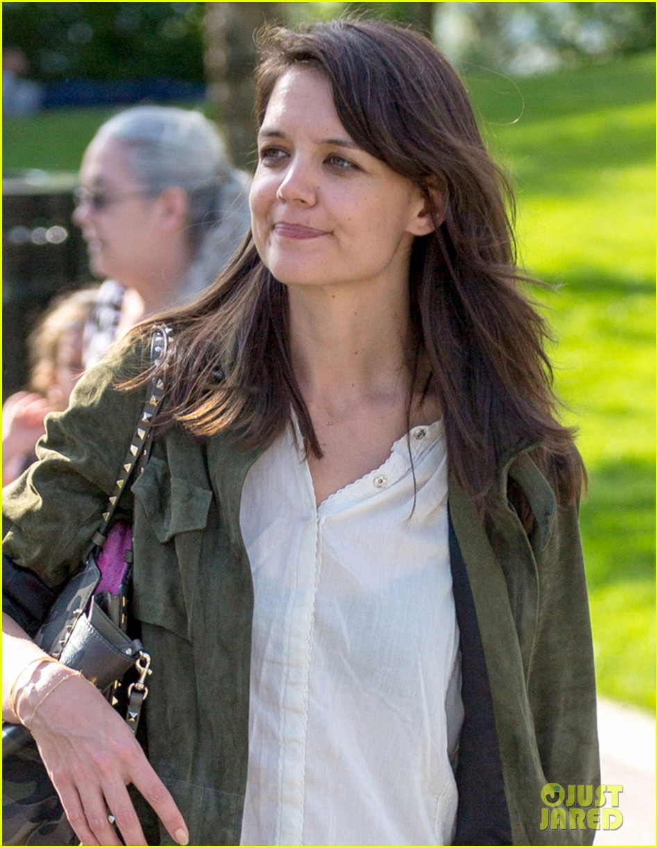 katie holmes joins woman in gold 02