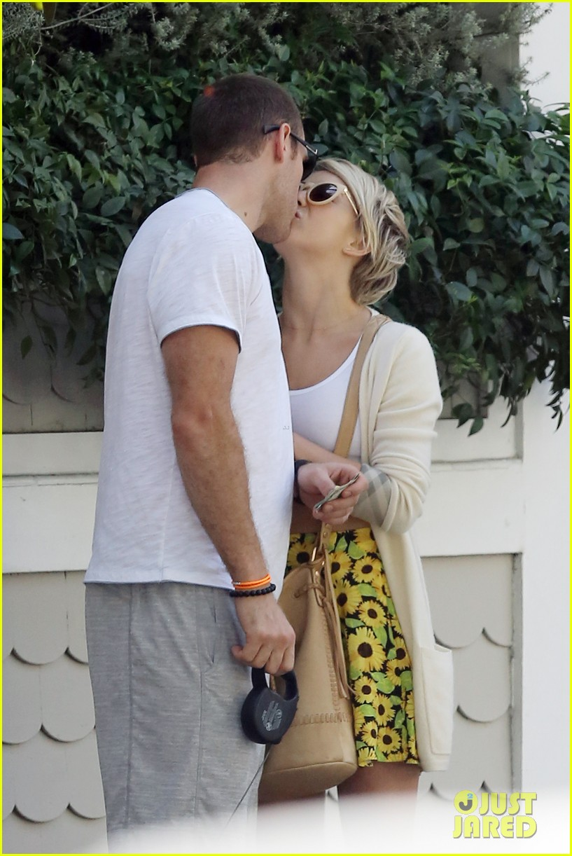 julianne hough brooks laich look so in love 093112480