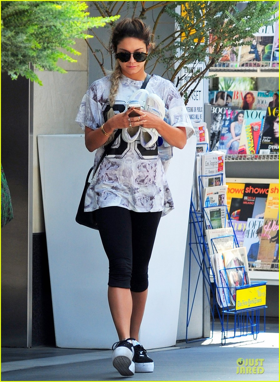 vanessa hudgens taller with platform shoes 06