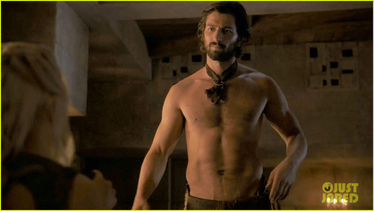 michiel huisman strips down butt naked on game of thrones 09
