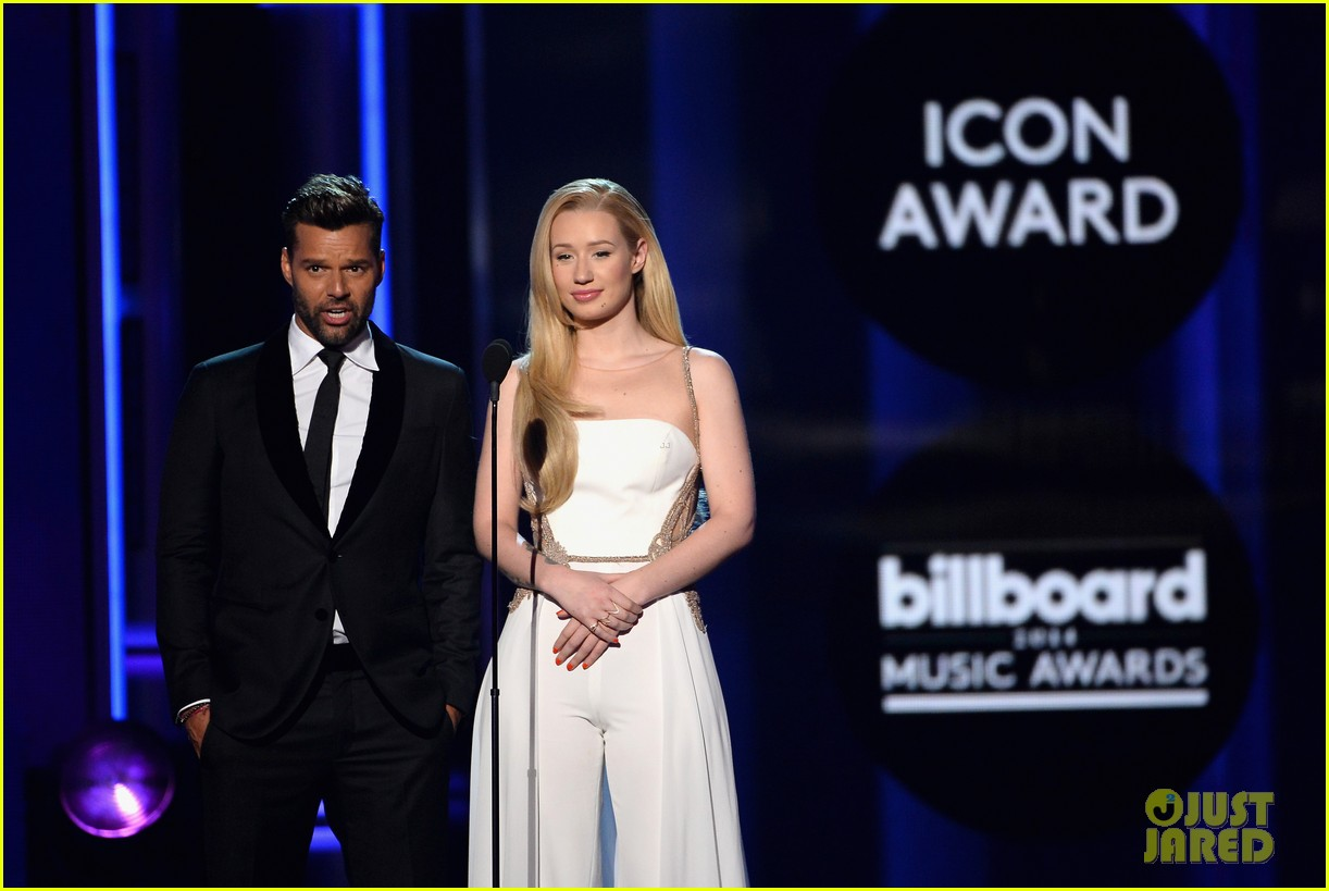 iggy azalea brings along beau nick young to billboard music awards 2014 01