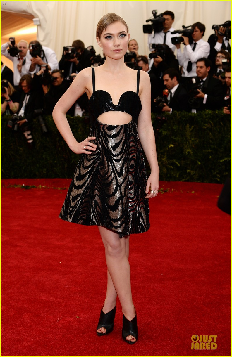 imogen poots bares midriff at met ball 2014 053106420