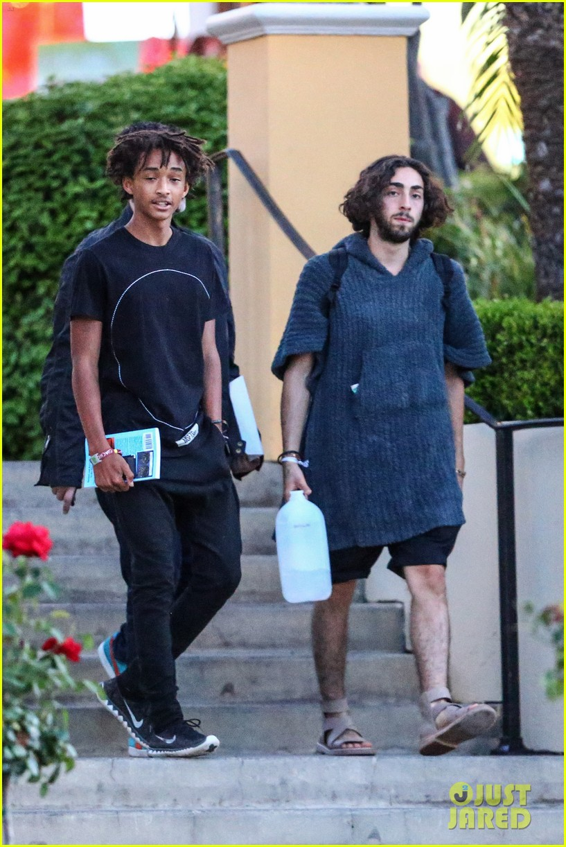 jaden smiths dad will smith helps fan announce pregnancy 083118856