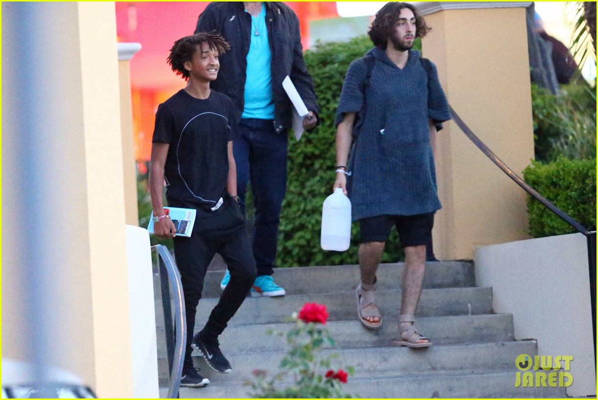 jaden smiths dad will smith helps fan announce pregnancy 163118864