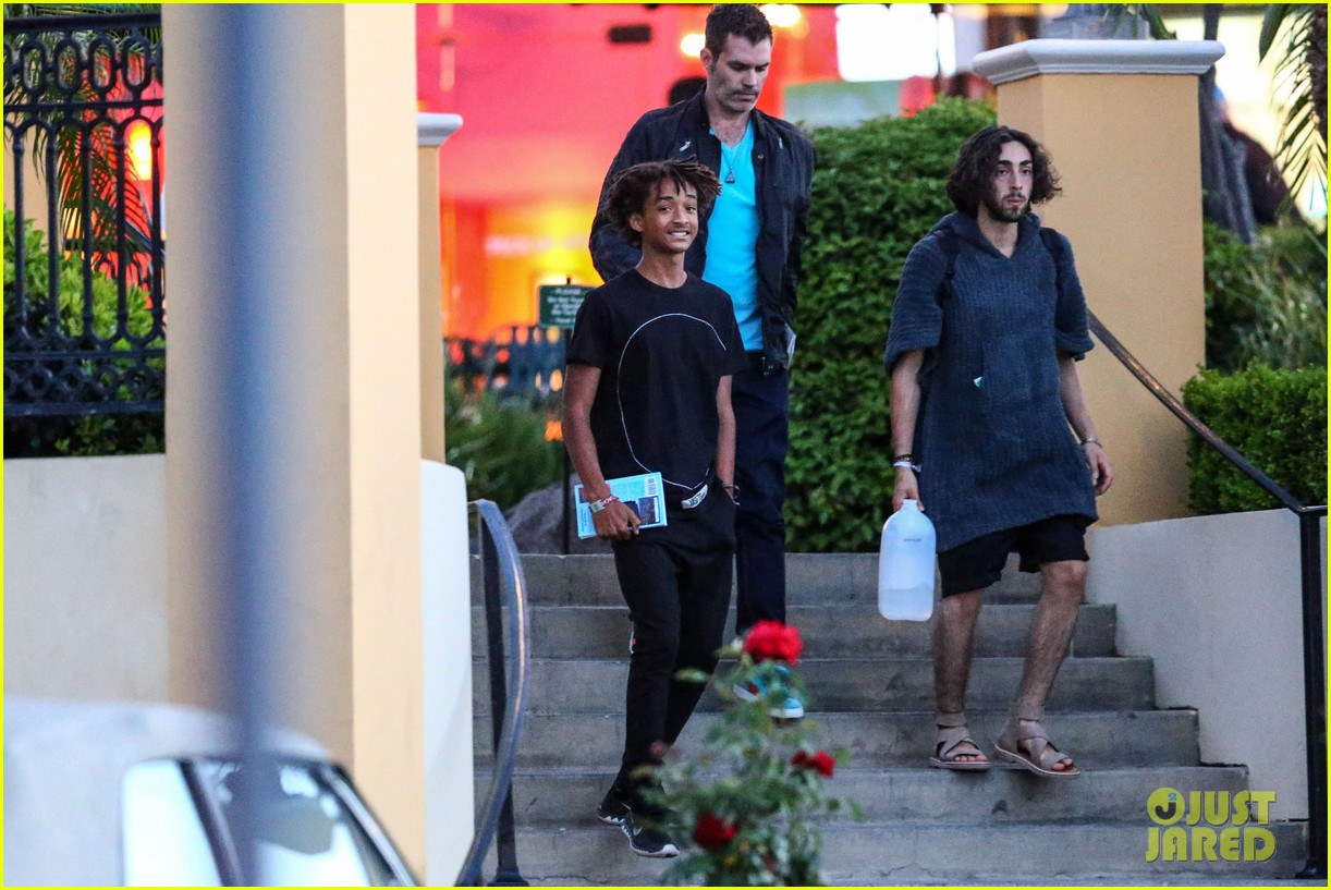 jaden smiths dad will smith helps fan announce pregnancy 173118865