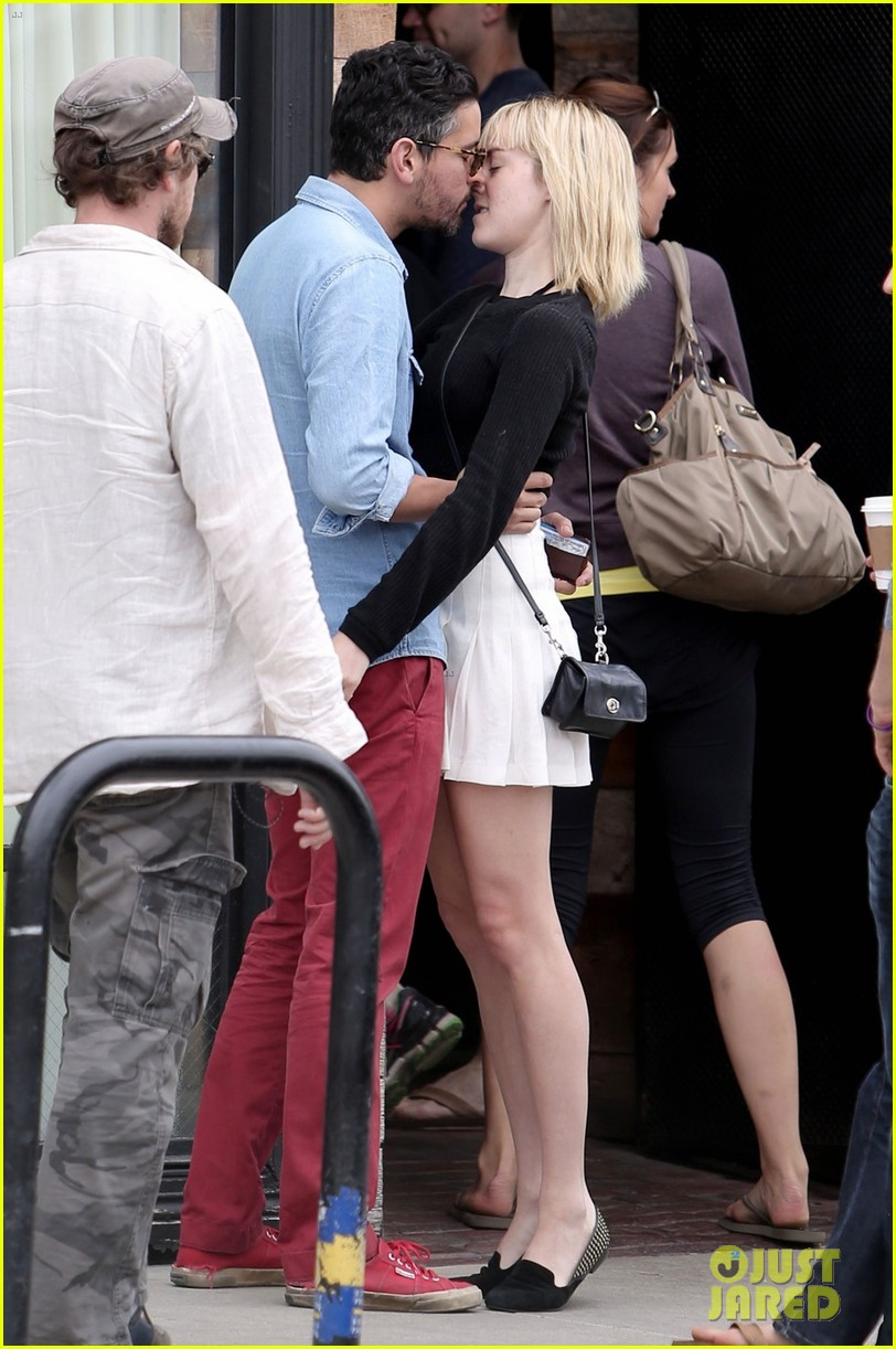 jena malone smooches mystery boyfriend in la 03