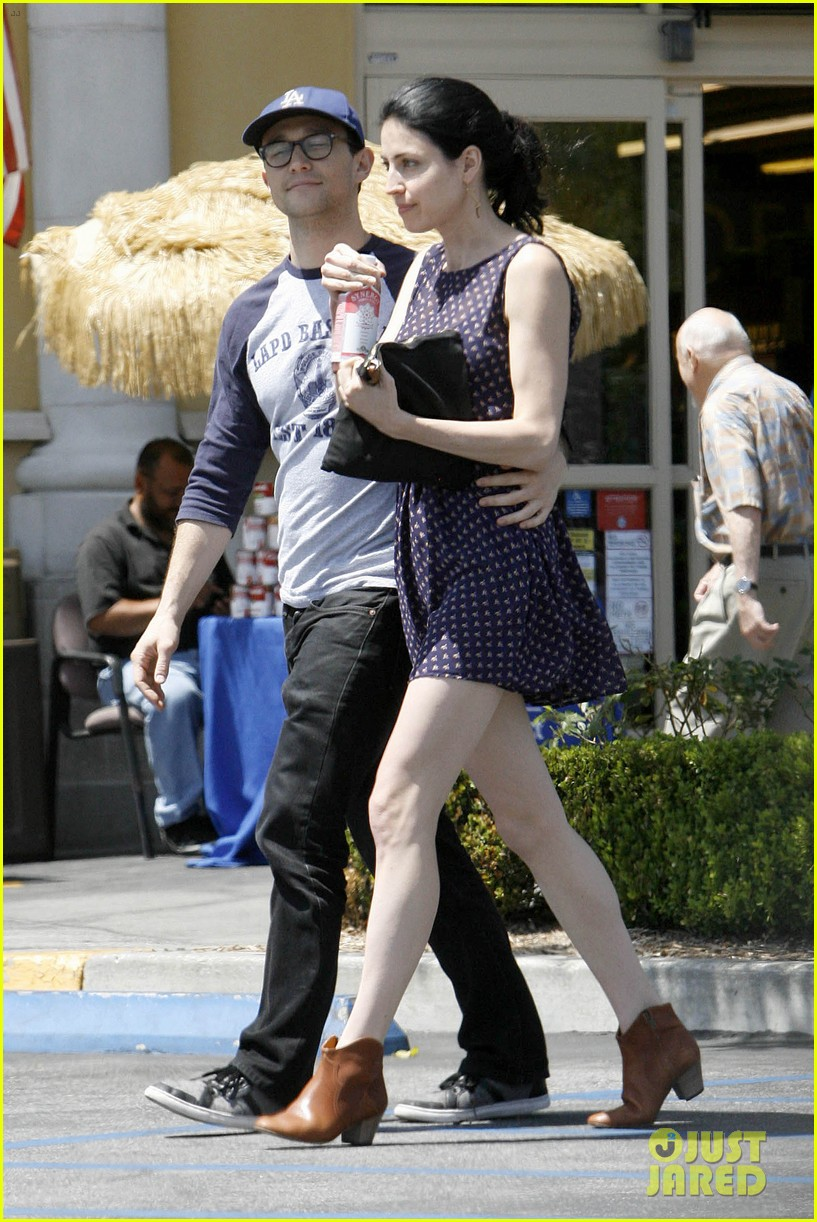 joseph gordon levitt holds tight to mystery woman 06