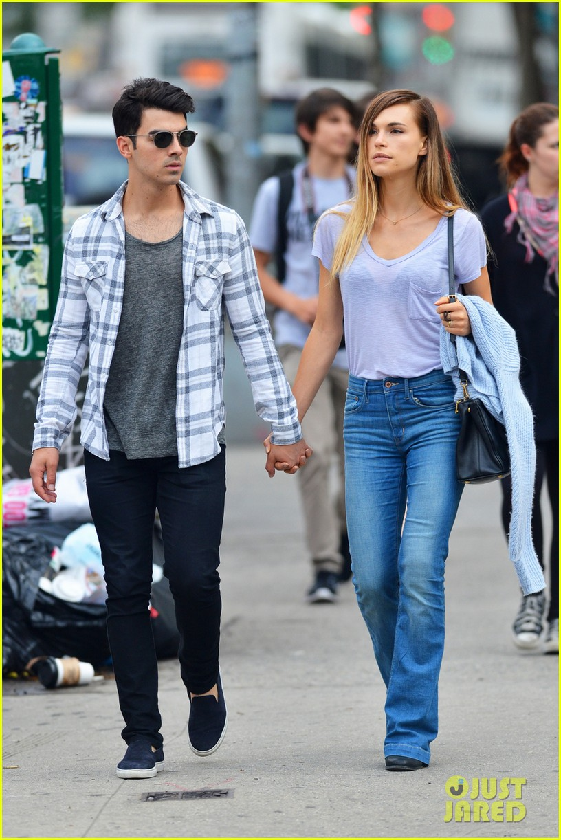 joe jonas and blanda eggenschweiler enjoy the sunny spring weather04