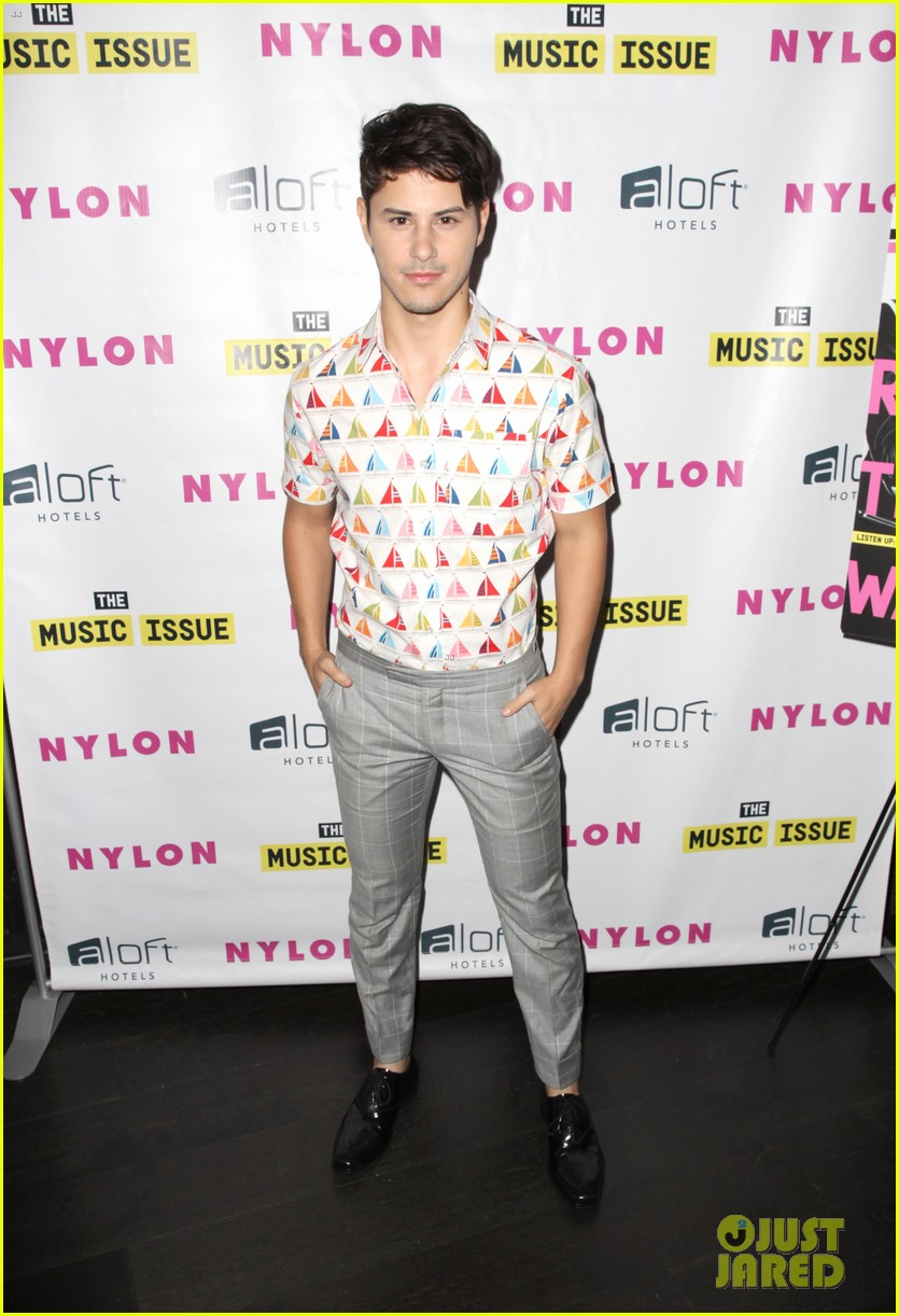 victoria justice joins joe jonas at nylons music issue party 093122567