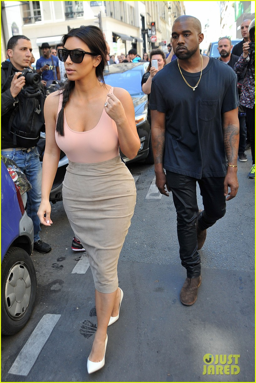 kim kardashian flaunts her assets in form fitting outift in paris 053117202