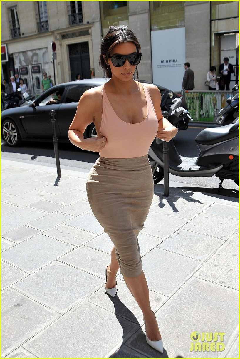 kim kardashian flaunts her assets in form fitting outift in paris 073117204