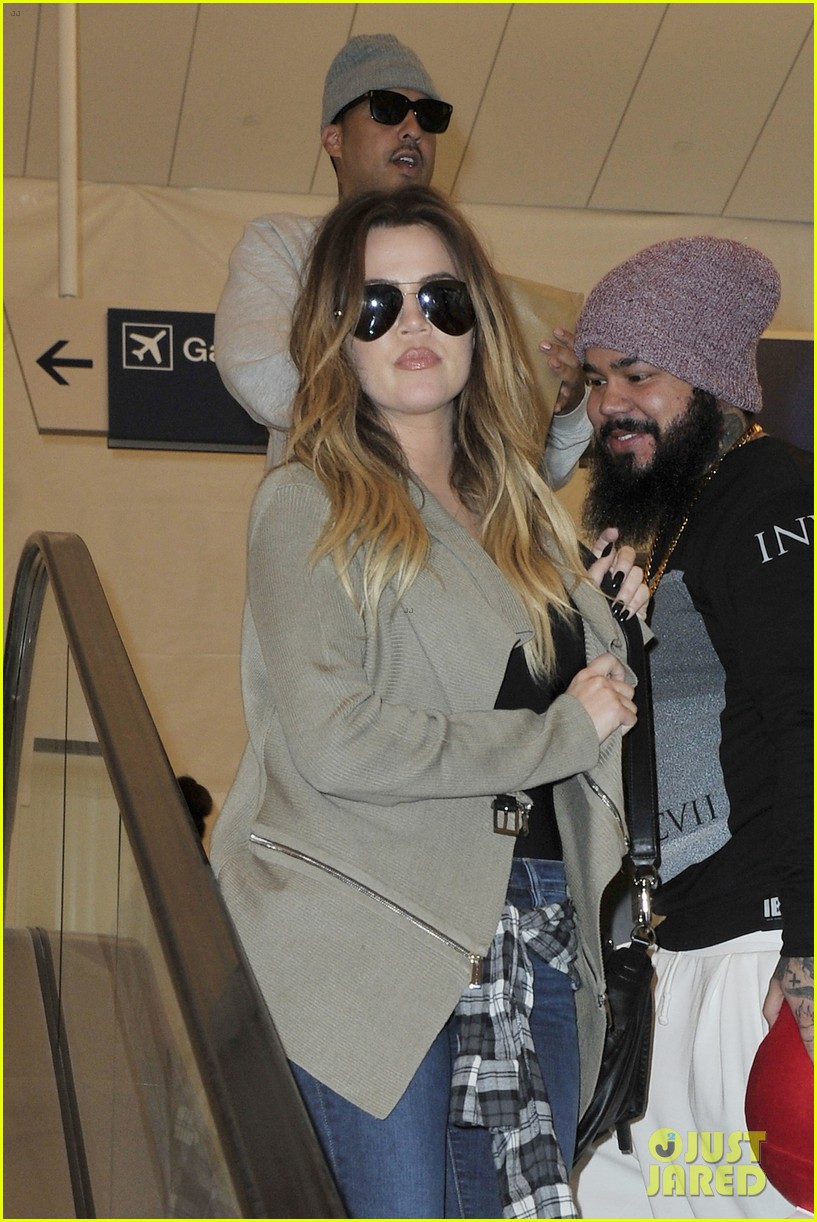 khloe kourtney kardashian touch down at lax just in time for mothers day 02