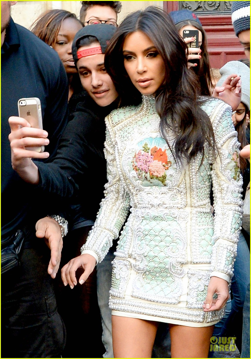 kim kardashian changes into sexy short dress 023120072