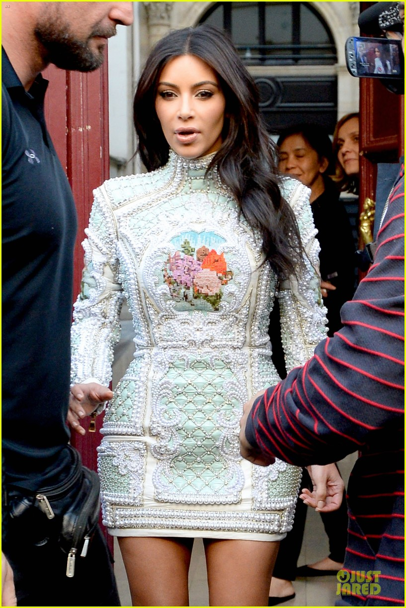 kim kardashian changes into sexy short dress 10
