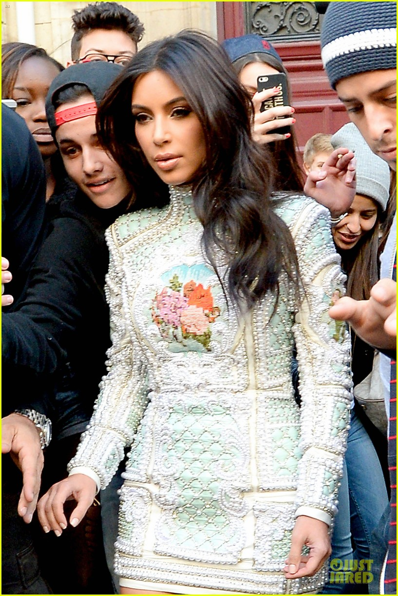 kim kardashian changes into sexy short dress 17