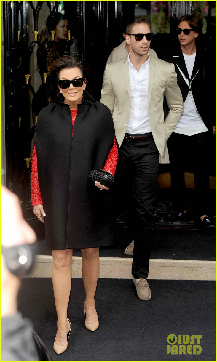 kim kardashian kanye west celebrate pre wedding lunch with valentino her entire family 05