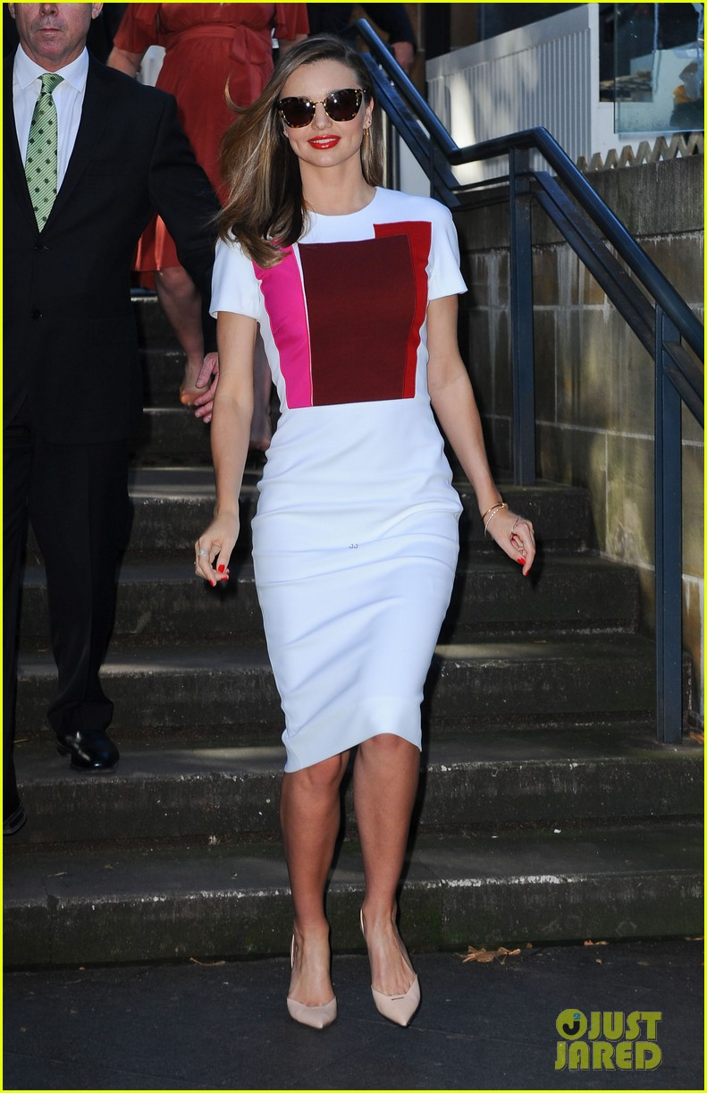 miranda kerr rocks two chic looks to promote her teaware 033114743