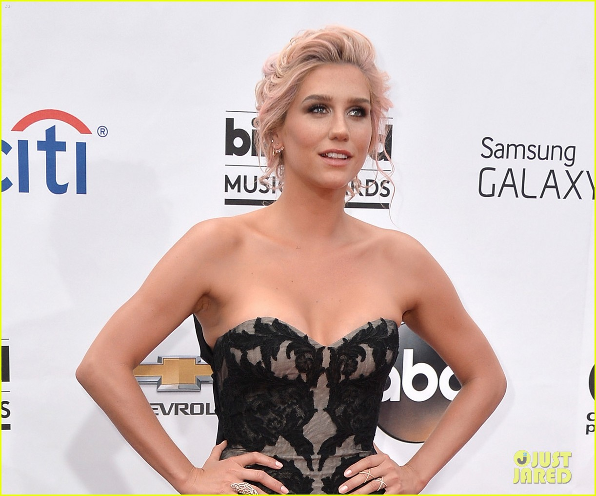 kesha goes black lacy for billboard music awards 2014 033116675