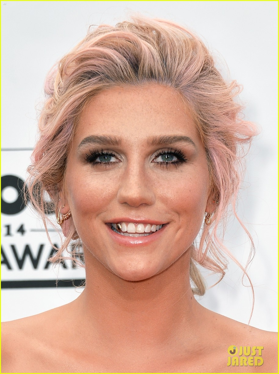 kesha goes black lacy for billboard music awards 2014 04