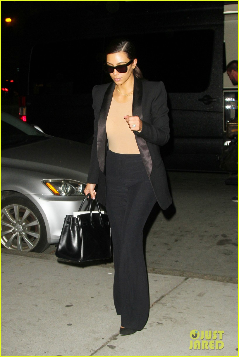 kim kardashian kanye west arrive in nyc after wedding rumors 02