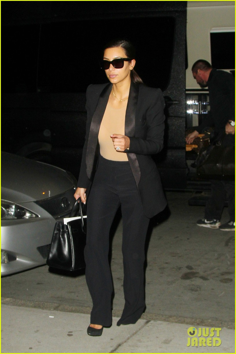 kim kardashian kanye west arrive in nyc after wedding rumors 073105342
