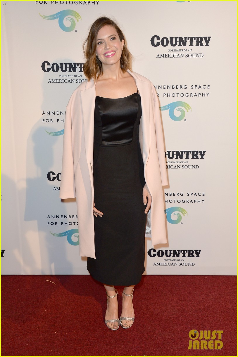 jaime king mandy moore annenberg space for photography country exhibit 10