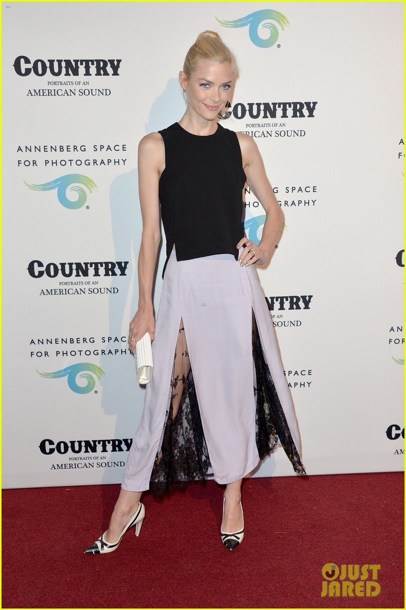 jaime king mandy moore annenberg space for photography country exhibit 17