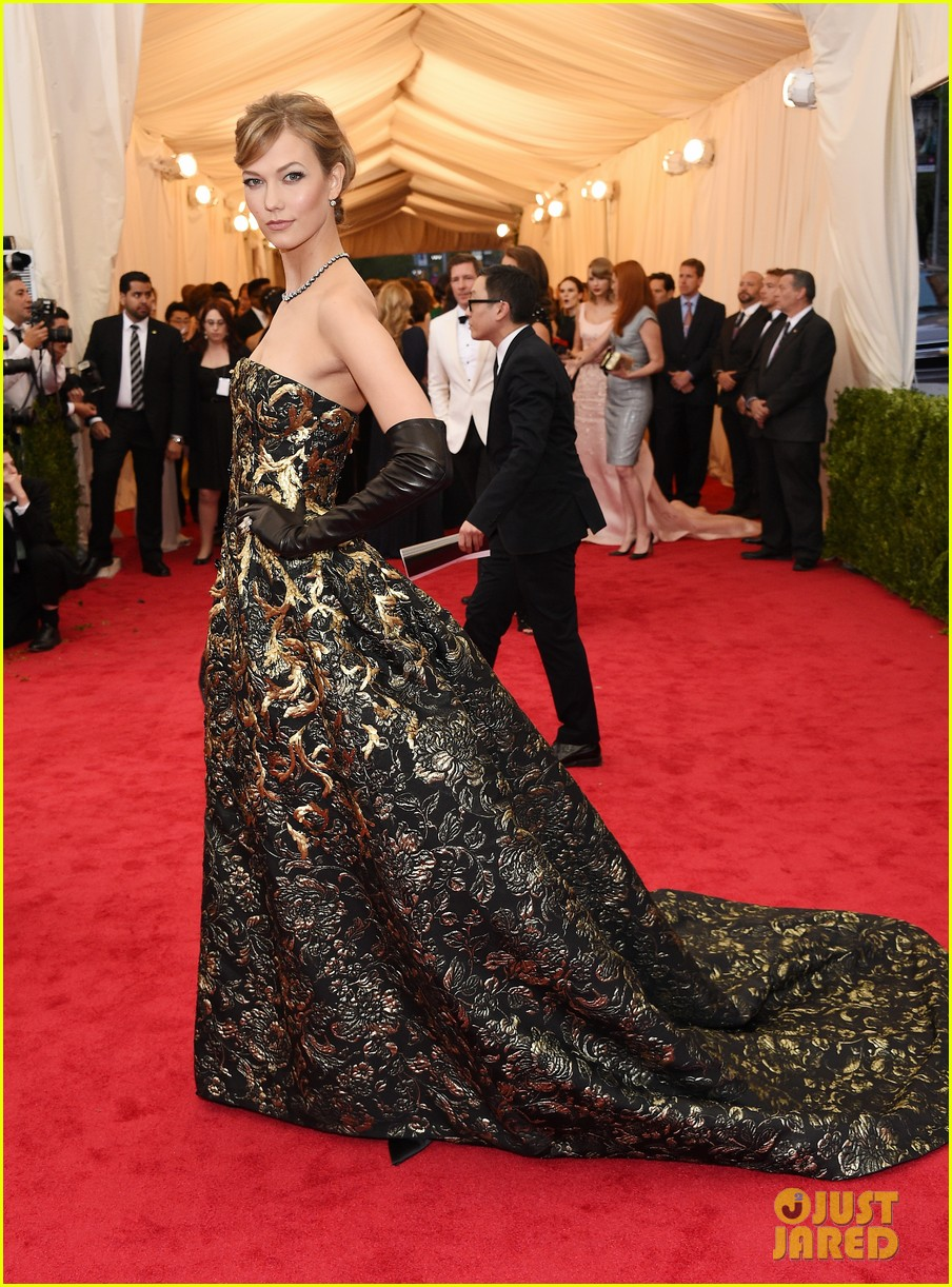 karlie kloss is gold lame gorgeous at met ball 2014 08