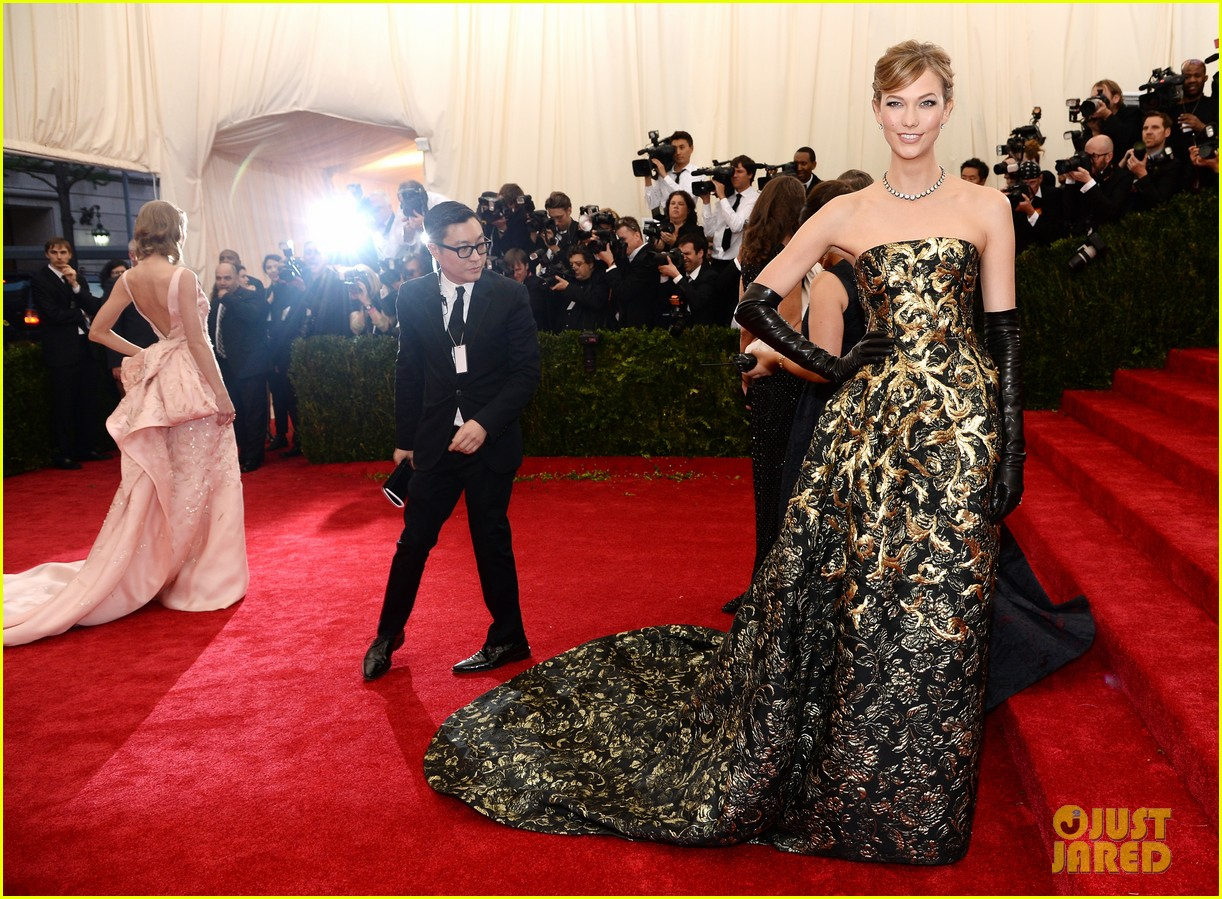 karlie kloss is gold lame gorgeous at met ball 2014 09