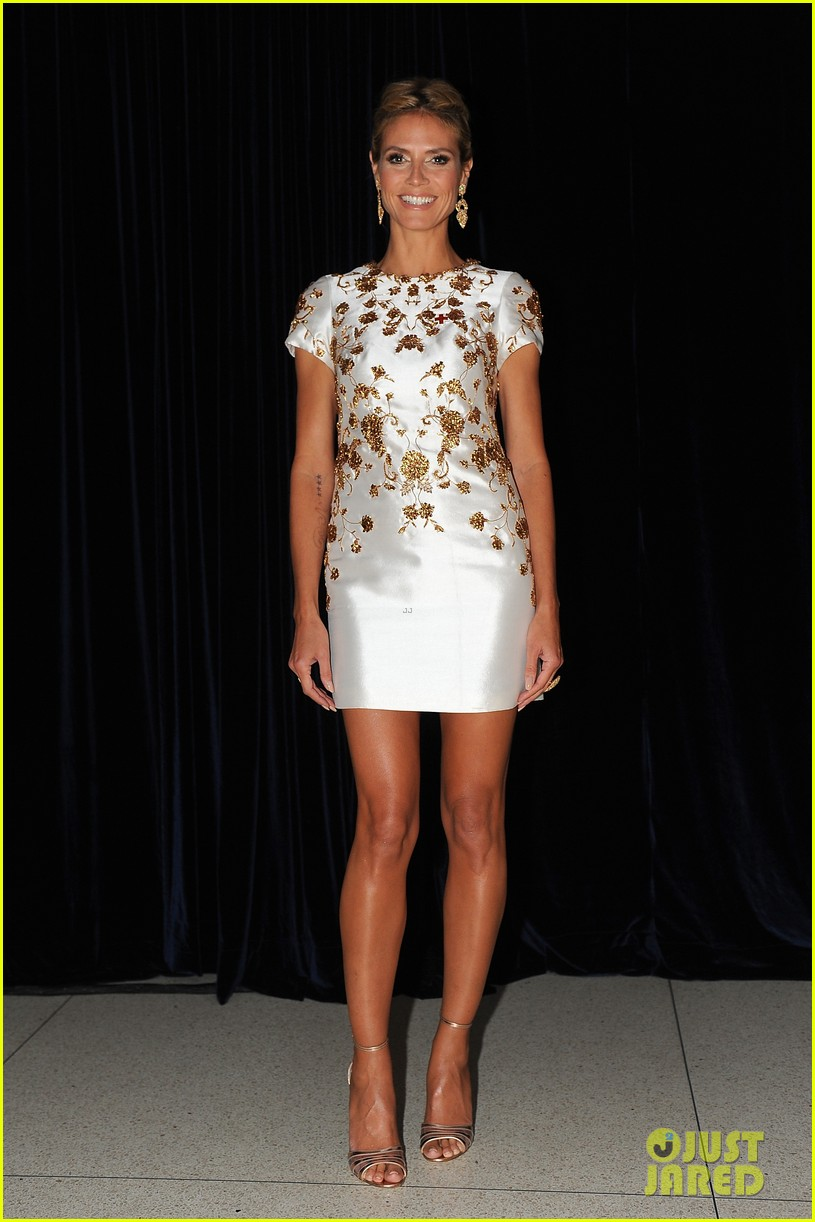 heidi klum american red cross crystal cross award 12