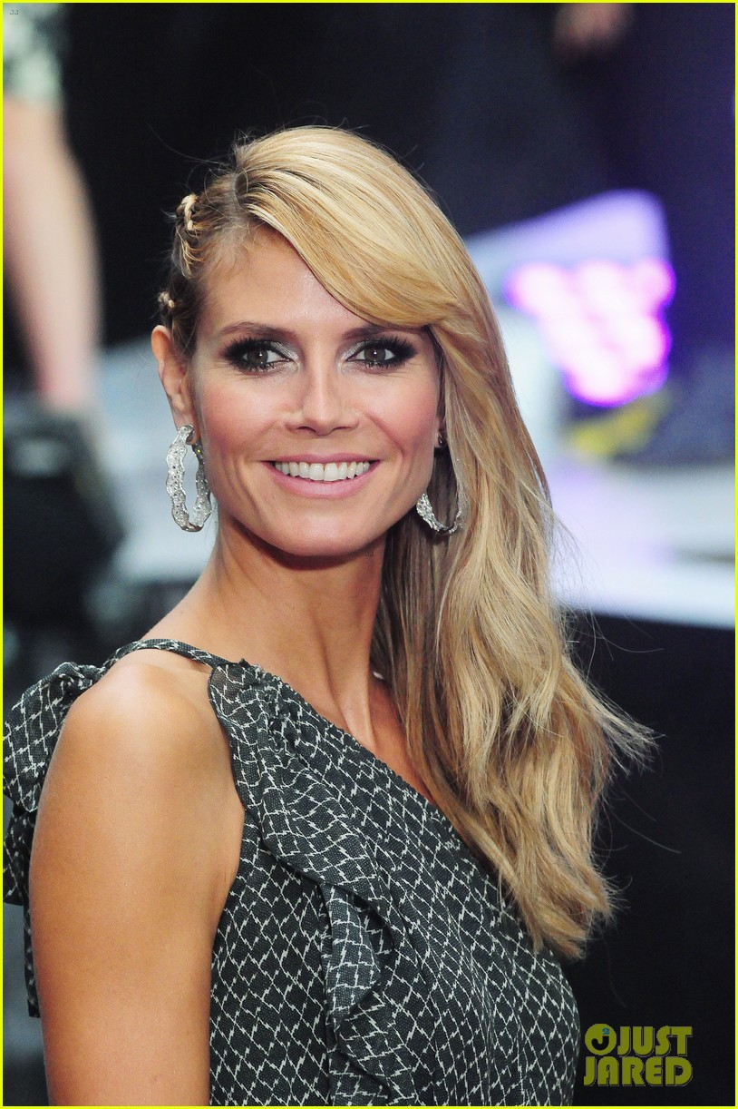 heidi klum american red cross crystal cross award 153116433