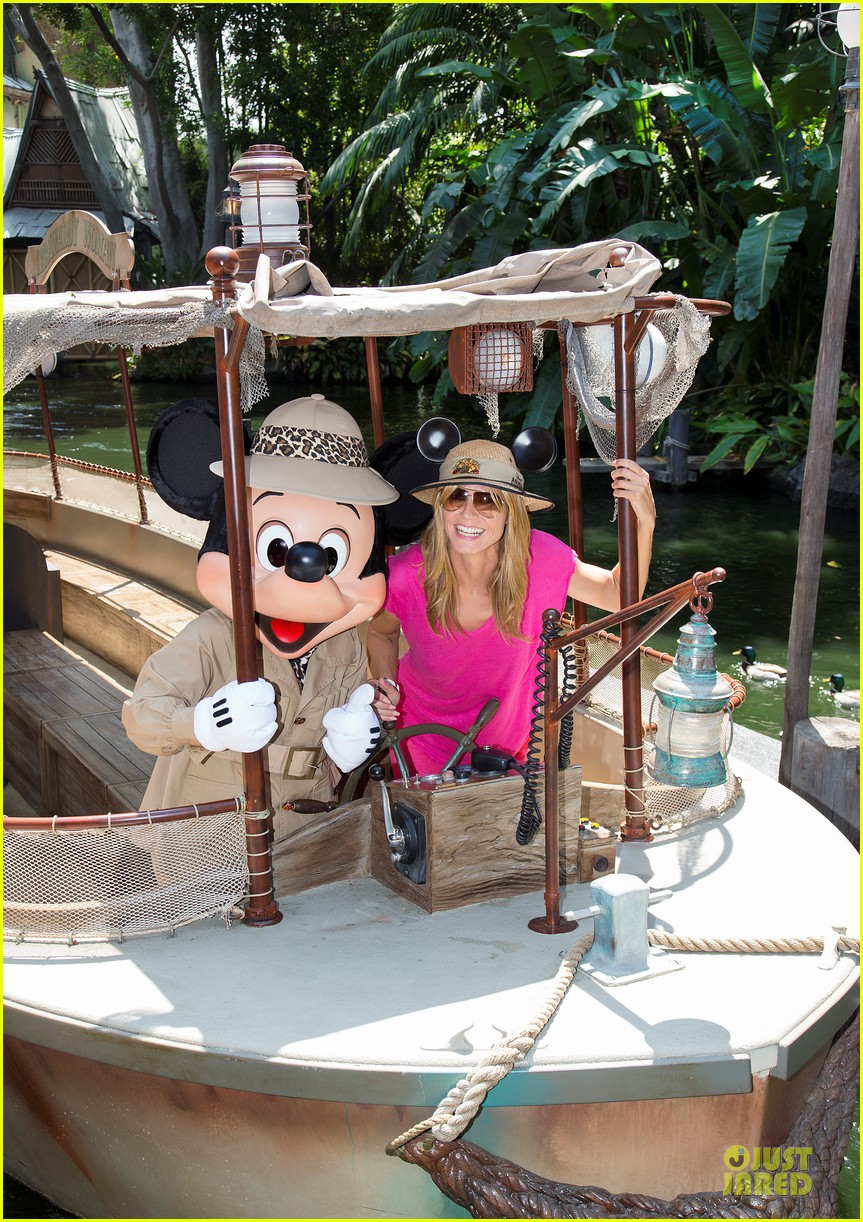 heidi klum navigate jungle cruise at disneyland 013123461