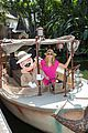 heidi klum navigate jungle cruise at disneyland 03