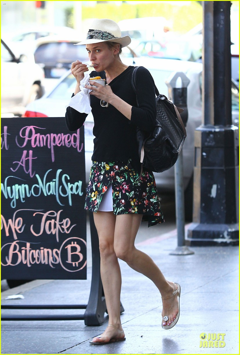 diane kruger eating yogurt look stylish 013123481