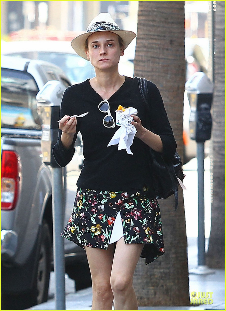 diane kruger eating yogurt look stylish 083123488