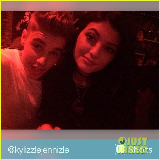 justin bieber kylie jenner selfie dinner together 02