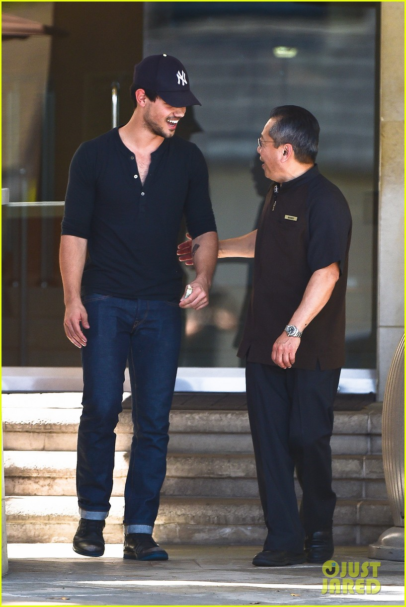 taylor lautner fantastically talanted does his own stunts 053114935