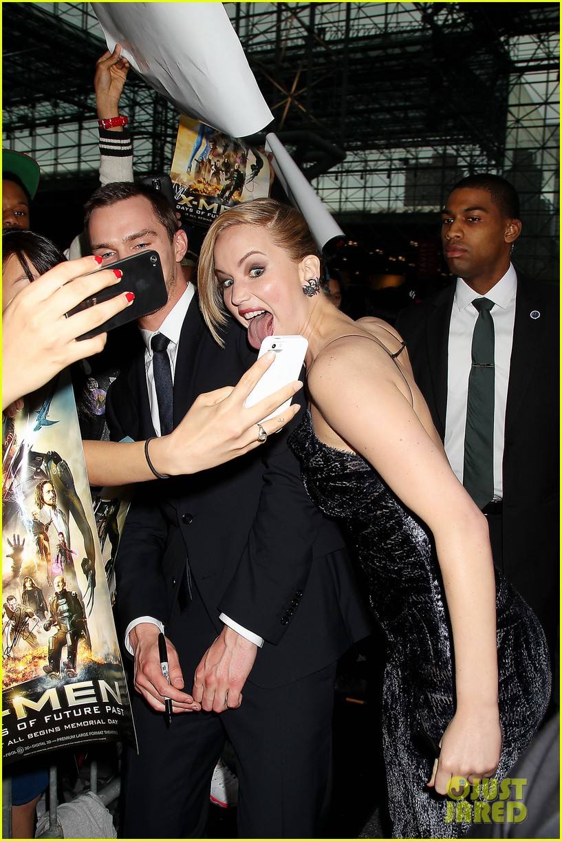 jennifer lawrence crazy faces at x men premiere 03