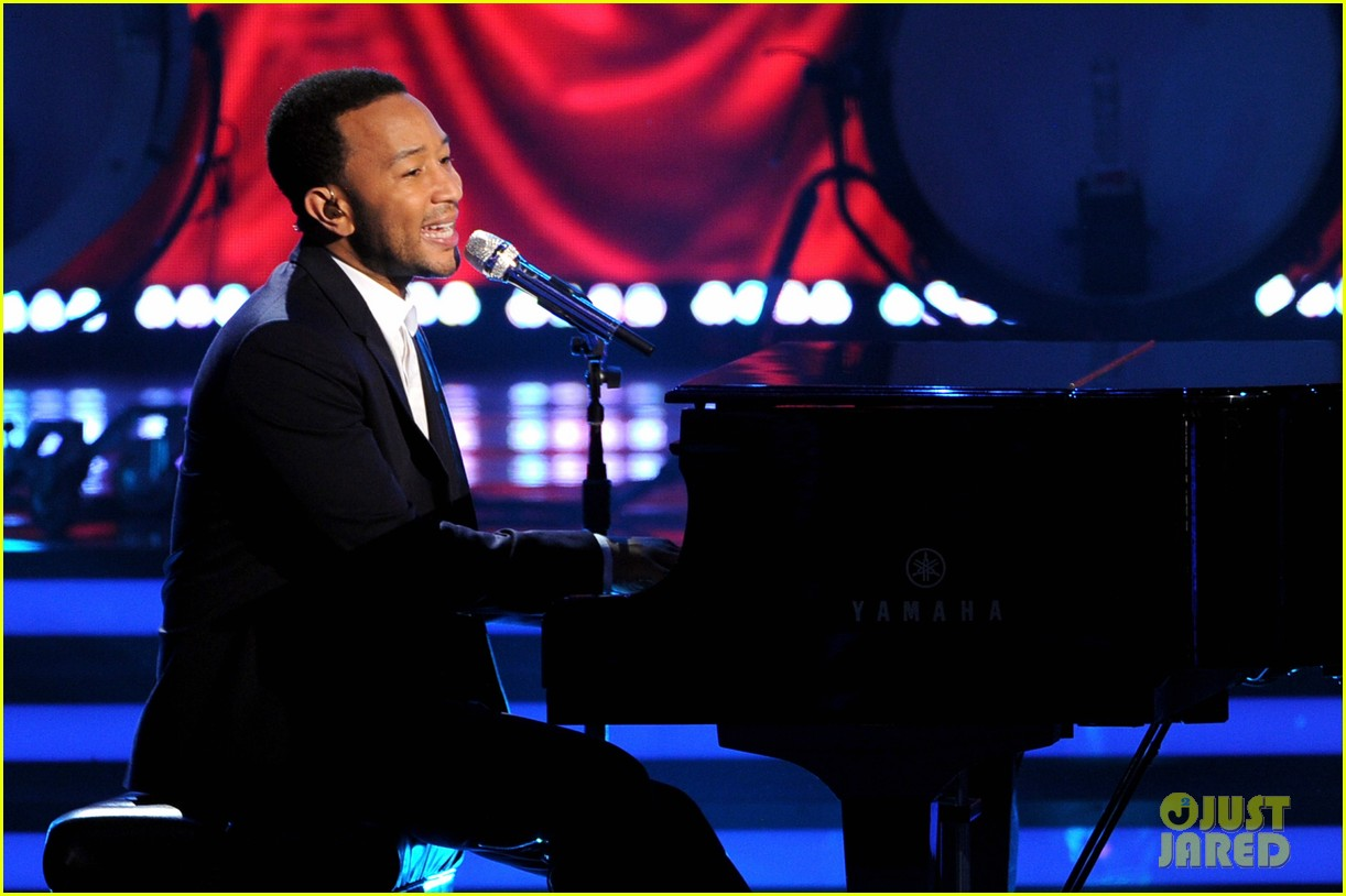 john legend all of me malaya watson american idol finale 04