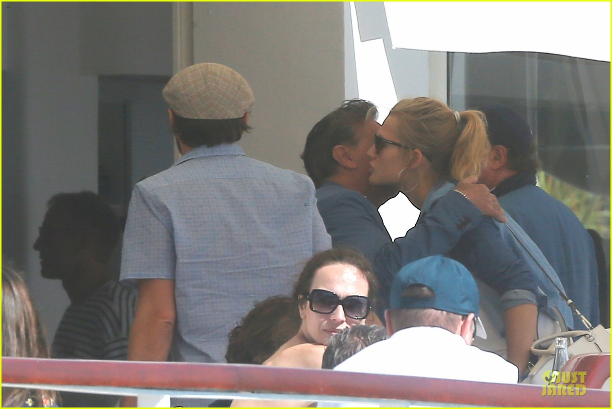 leonardo dicaprio toni garrn grab lunch with mom 06