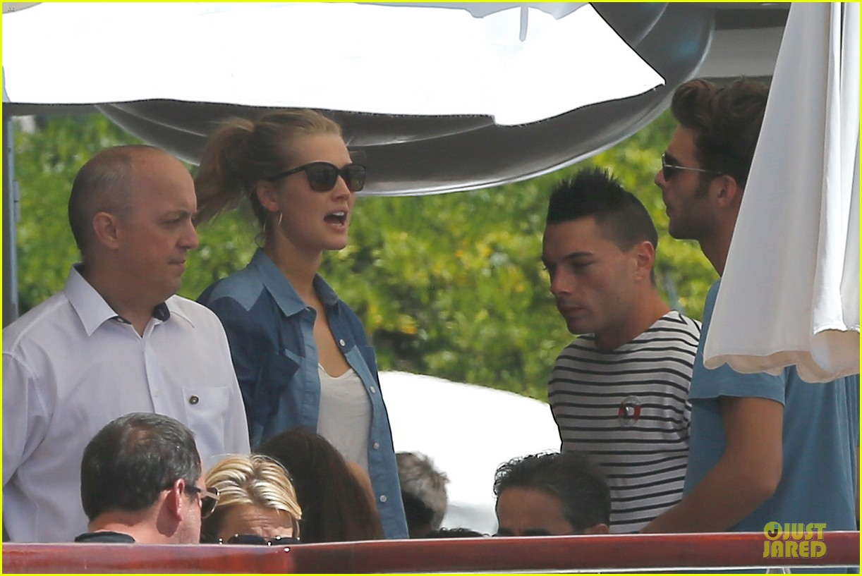 leonardo dicaprio toni garrn grab lunch with mom 09