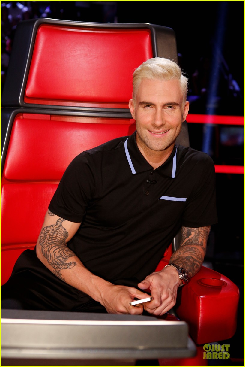 adam levine smile blond hair the voice 023106642