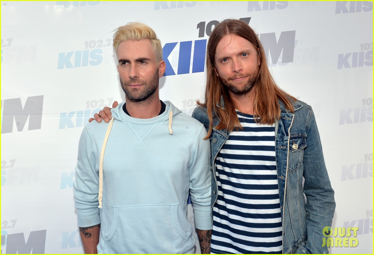 adam levine makes a funny face still is sexiest man alive 06