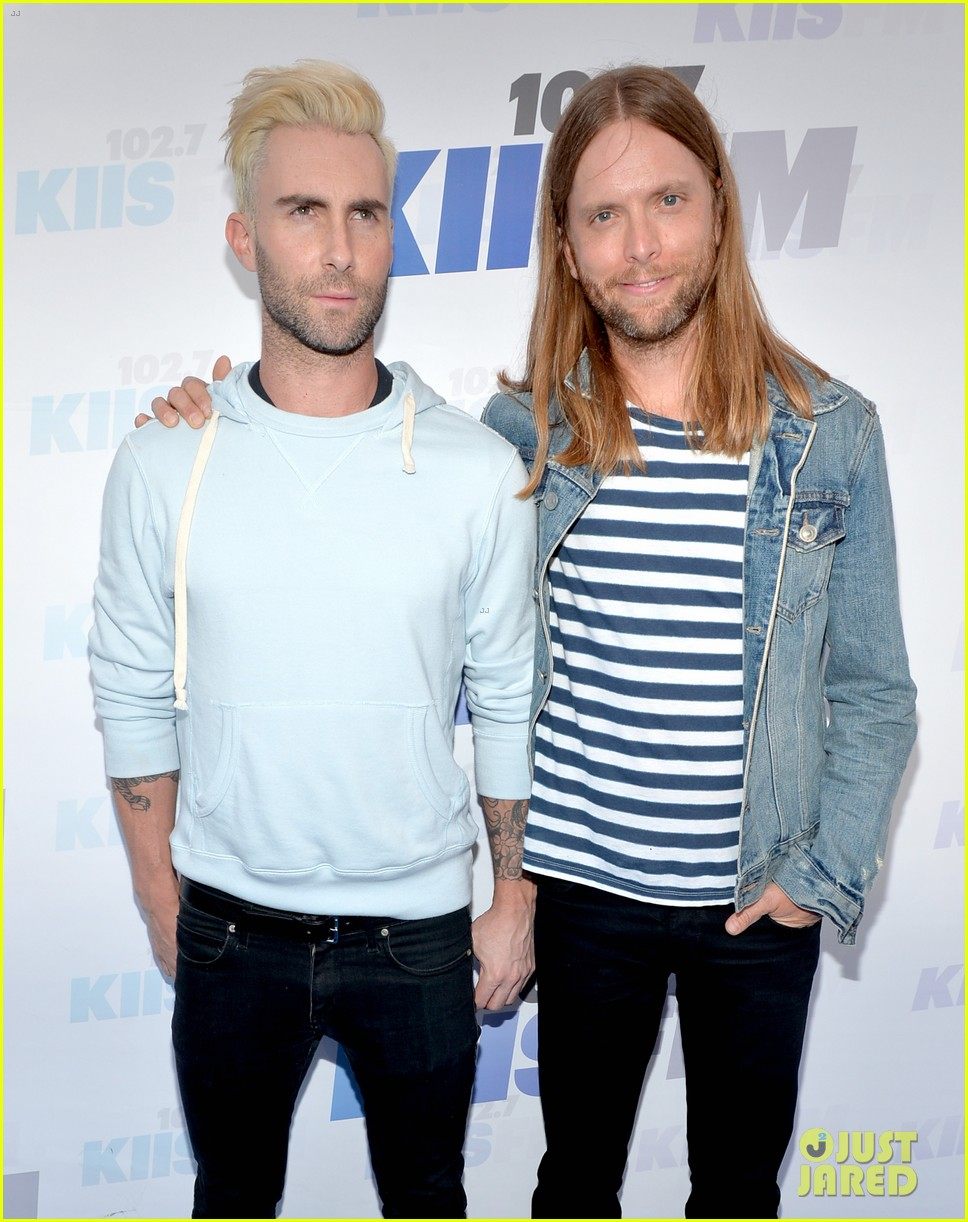 adam levine makes a funny face still is sexiest man alive 12