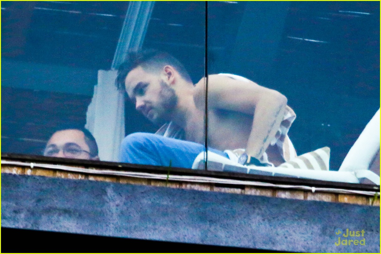 liam payne balcony sing for nicole 04