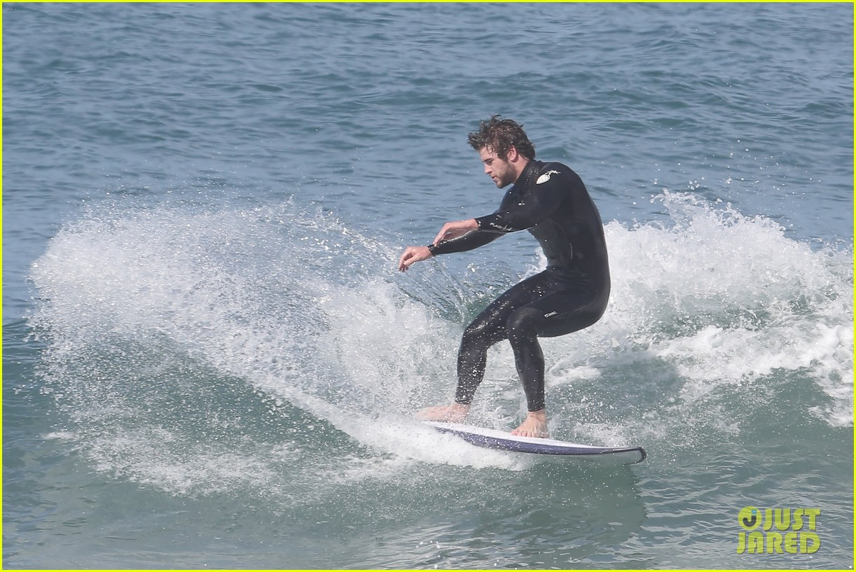 liam hemsworth hits waves malibu brother luke 123105148