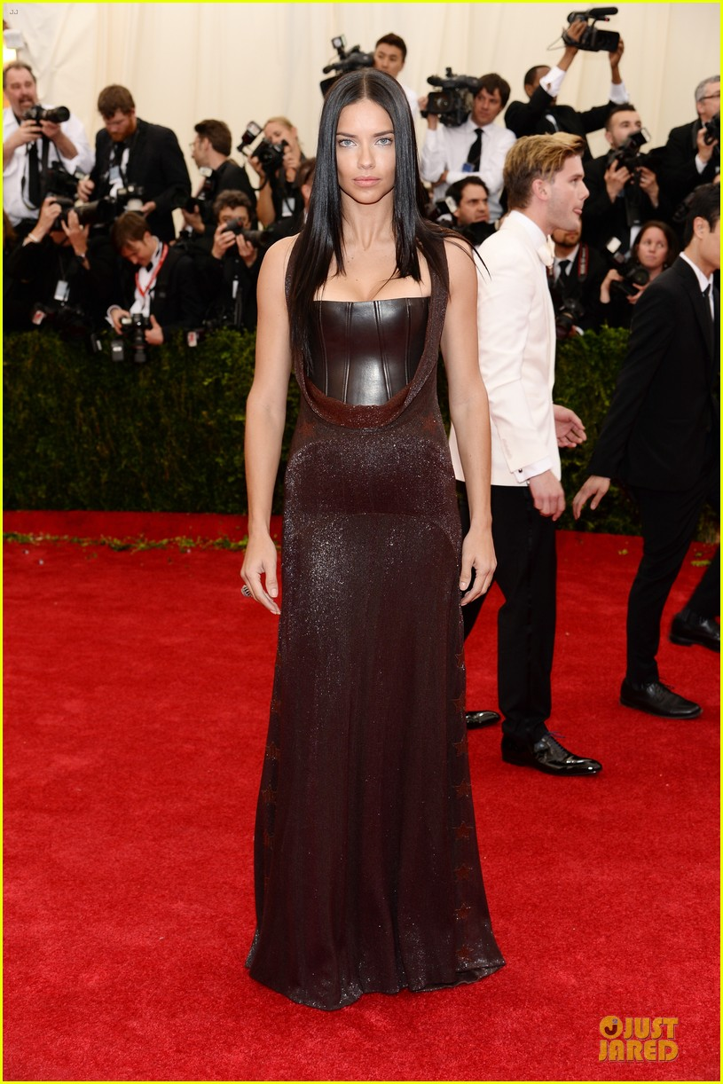 adriana lima amazing at met ball 2014 033106278
