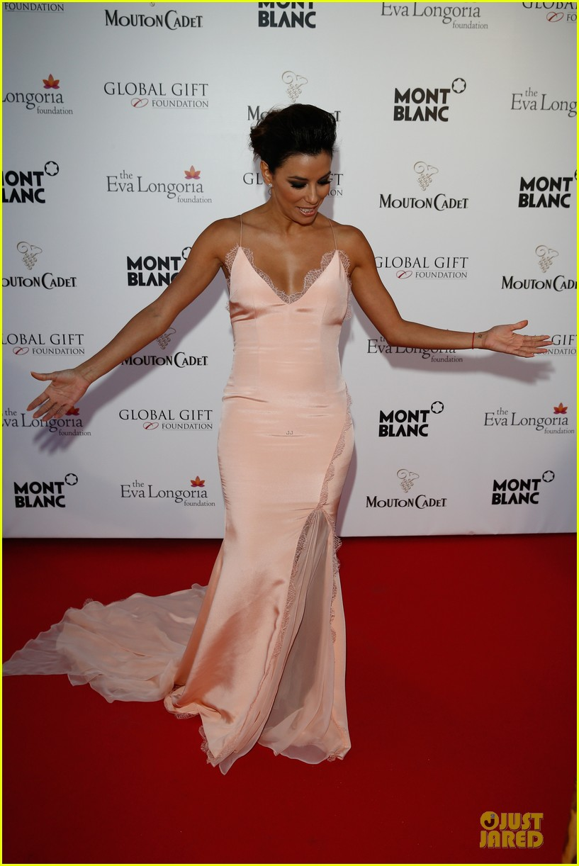 eva longoria sexy back cannes global gift gala 063115204